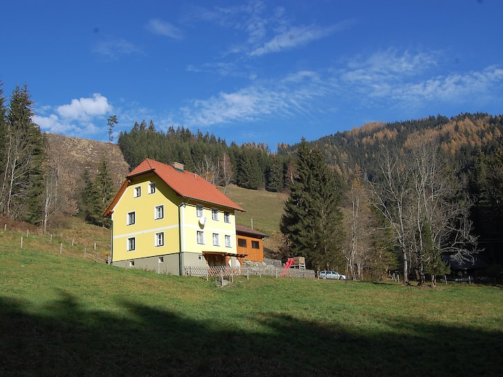 Krechen Alm for 10 persons.