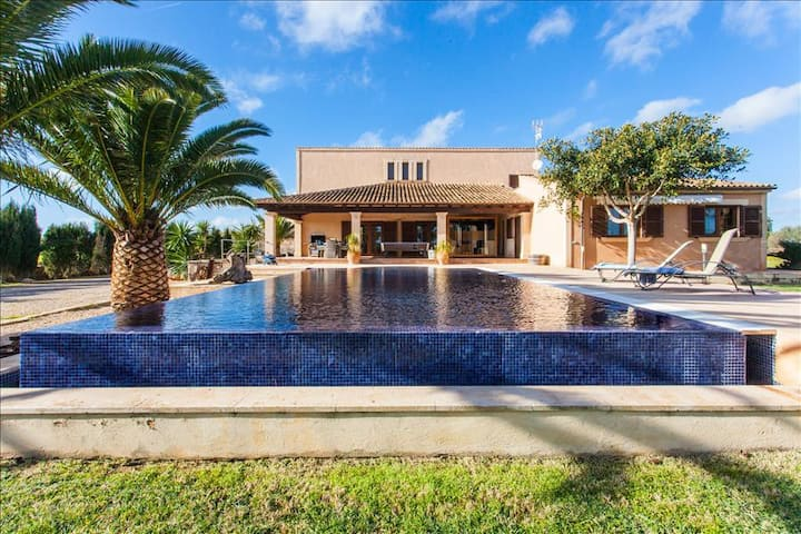 S'HORT. VILLA WITH S'HORT PRIVATE POOL AT  15 MIN FROM THE BEACH OF  ESTRENC