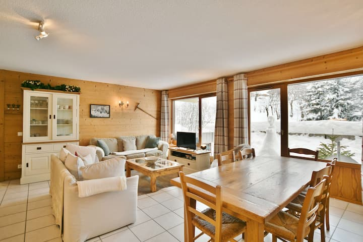 Fantastic piste side 4 bed 4 bath apt for up to 8 with wifi!