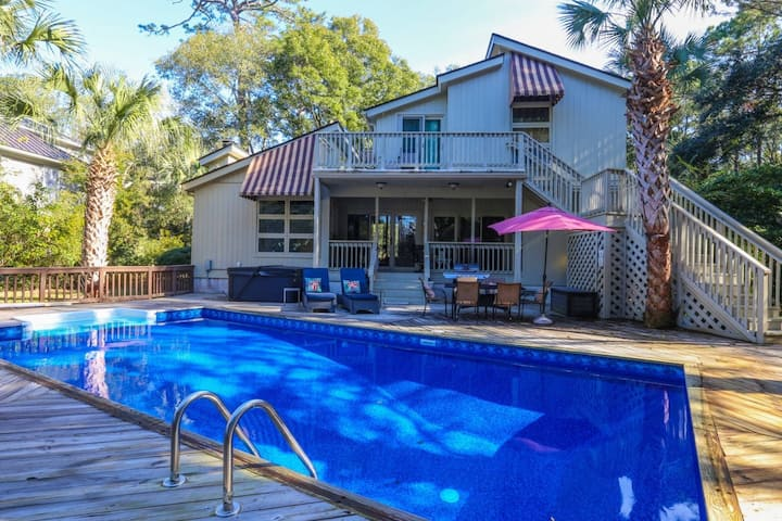 Private Pool, 5 min Walk to the Beach! New Hot Tub! Secluded House with Beach Gear on Golf Course!