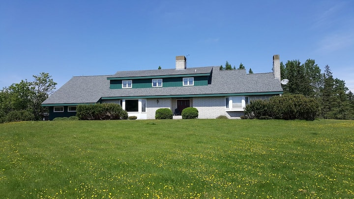 Alpine Meadows Lodge - Spacious home on 7 acres\ just a mile from Main Street