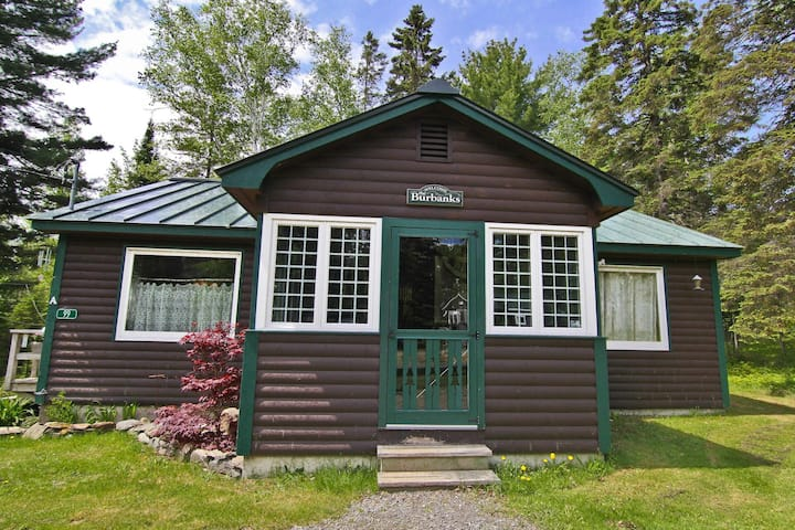 RM A - Nice cottage close to shared waterfront area on Rangeley Lake