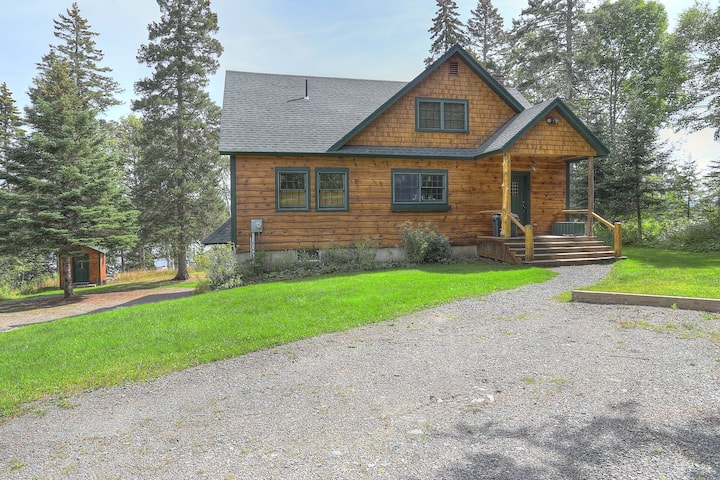 Tightline Lodge - Beautiful home on the Northern Shore of Rangeley Lake