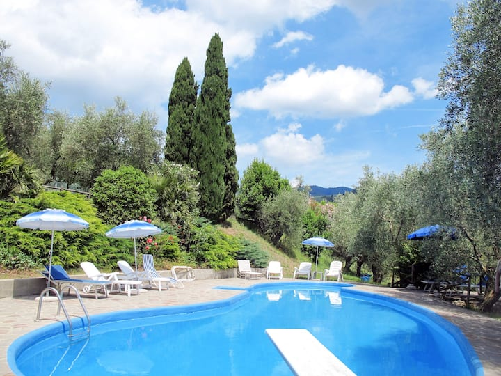 San Lazzaro (MST110) for 6 persons.