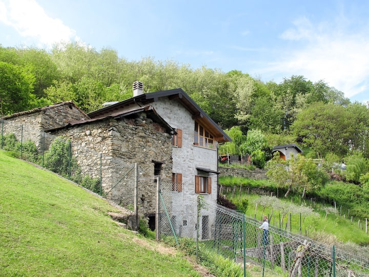 Cascina Ulivi (CRM450) for 5 persons.