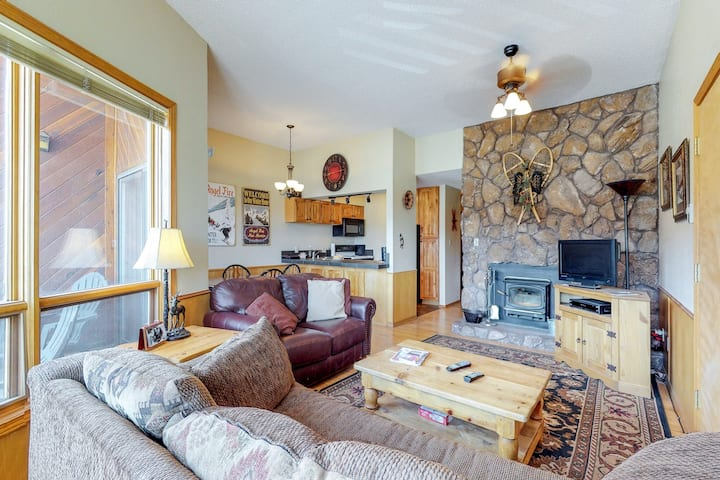 Remodeled condo w/ mountain views, shared ping-pong & ski access!