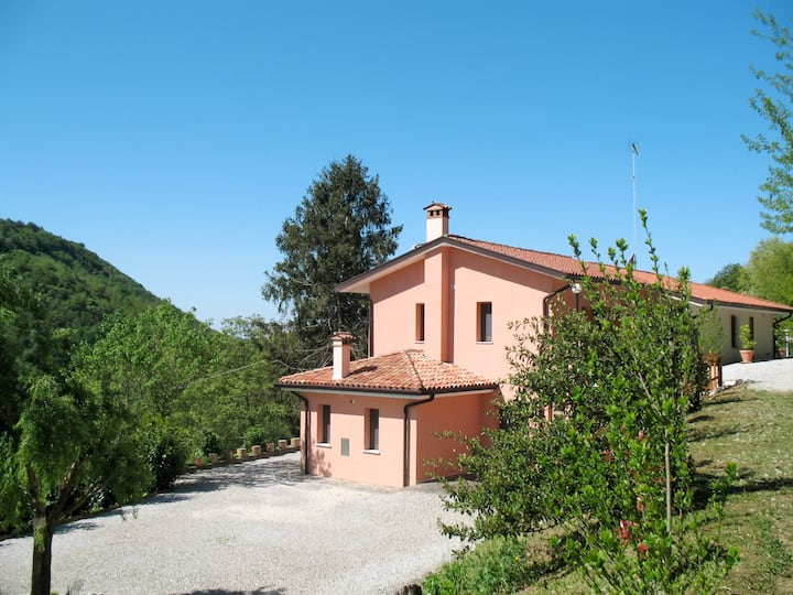Casa dei Fiori (CPP400) for 6 persons.
