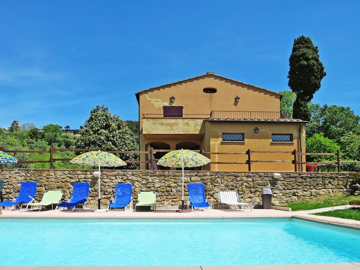 Podere Santa Lucia (VOL100) for 9 persons.