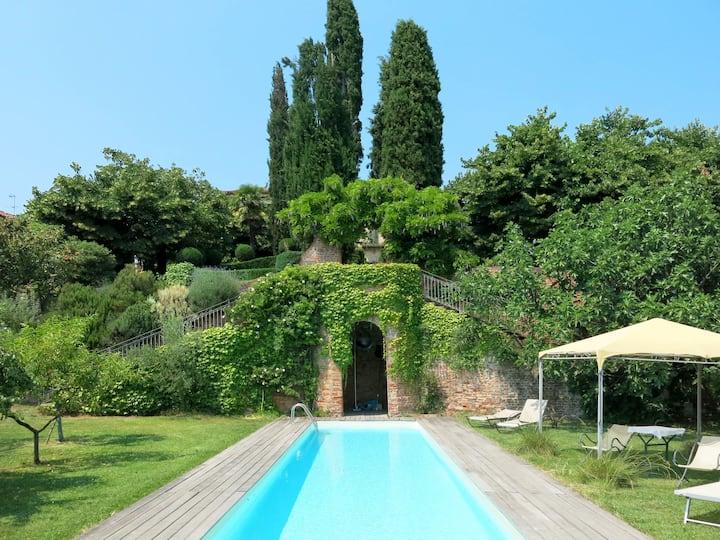 Castello di Soglio (SLI100) for 2 persons.