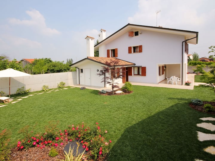 Villa Stelis (SQS100) for 7 persons.