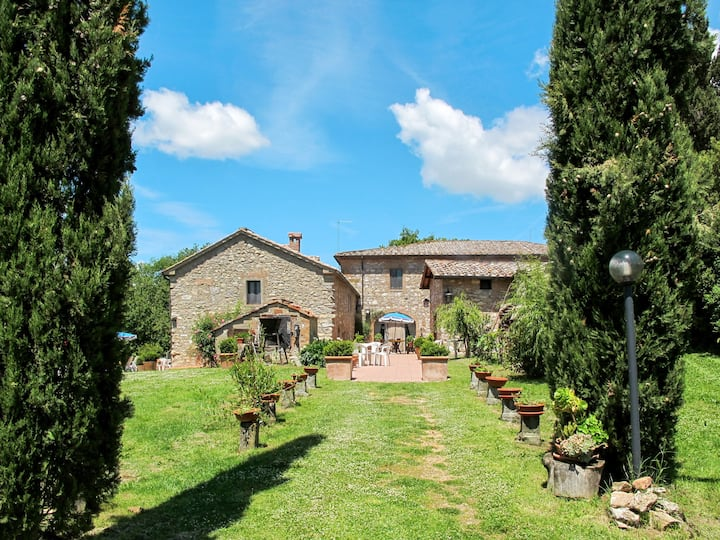 Apartment Podere La Morra for 5 persons