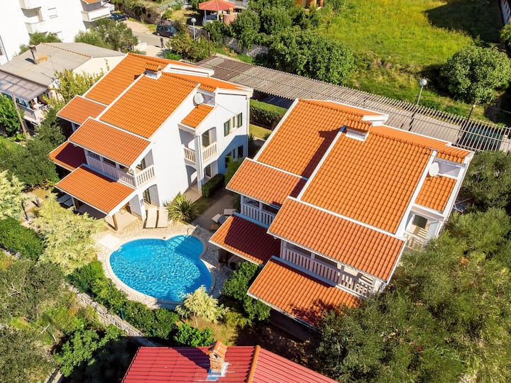 Apartment with pool Ivana