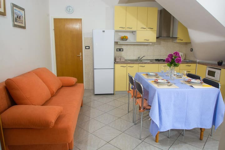 One bedroom apartment with terrace and sea view Rogoznica (A-12820-b)