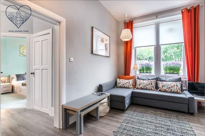 Ground floor comfortable Stockbridge apt