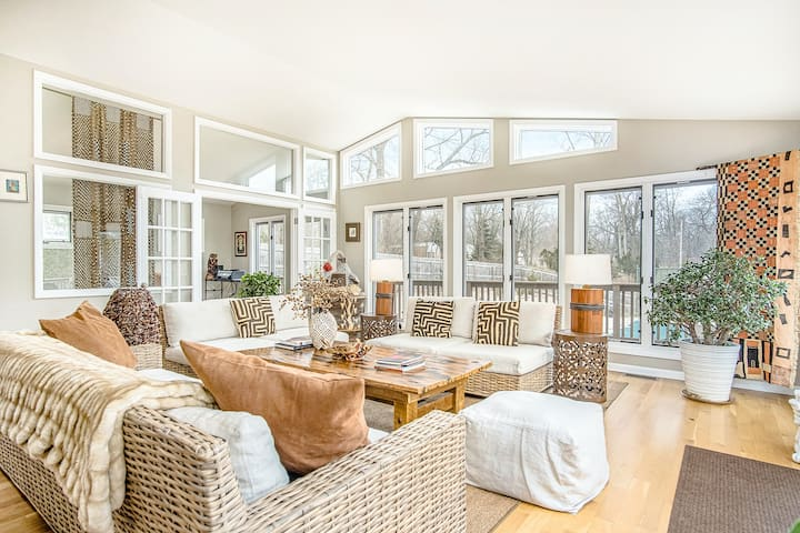 Bright and Cozy Home in Union Pier w/Free WiFi/Wet Bar/Deck/Private Pool/Hot Tub
