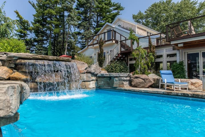 Spectacular Luxury Home W/Private Pool with Slide/Hot Tub/Patio/Carriage House!