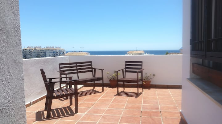 Apartment with 2 bedrooms in Estepona, with wonderful sea view, shared pool, furnished terrace - 600 m from the beach