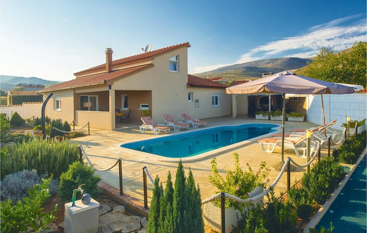 Beautiful home in Kastel Stafilic with WiFi and 4 Bedrooms
