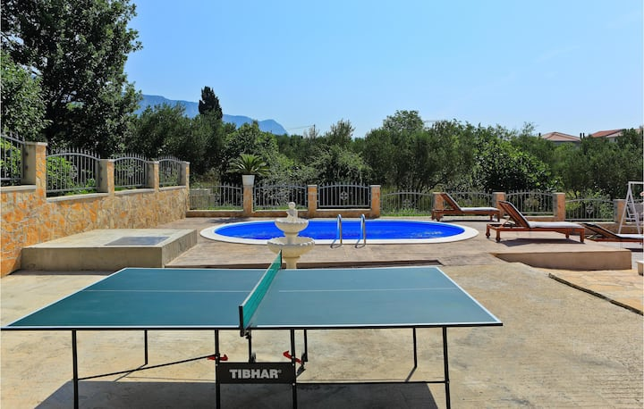 Amazing home in Kastel Gomilica with WiFi and 2 Bedrooms