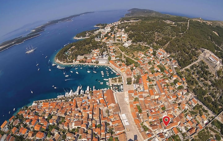 Nice home in Hvar with 3 Bedrooms
