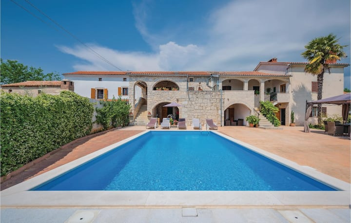 Awesome home in Baderna with WiFi and 3 Bedrooms