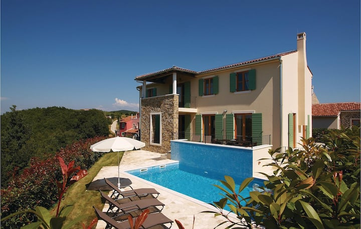 Nice home in Baredine with WiFi and 4 Bedrooms