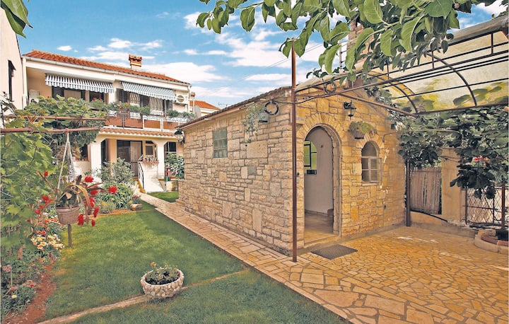 Nice home in Stinjan with 3 Bedrooms
