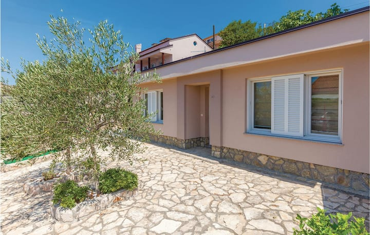Stunning home in Dramalj with WiFi and 2 Bedrooms