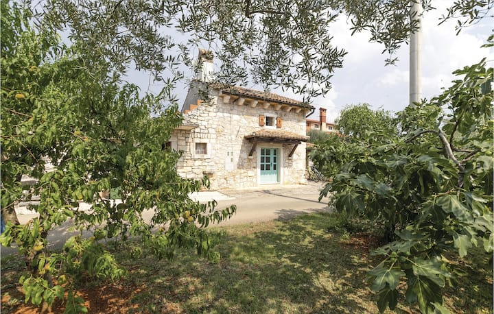 Awesome home in Porec with WiFi and 2 Bedrooms