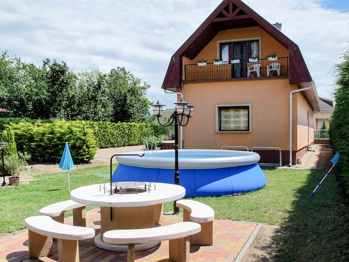 Spacious, four bedroom house with garden and pool