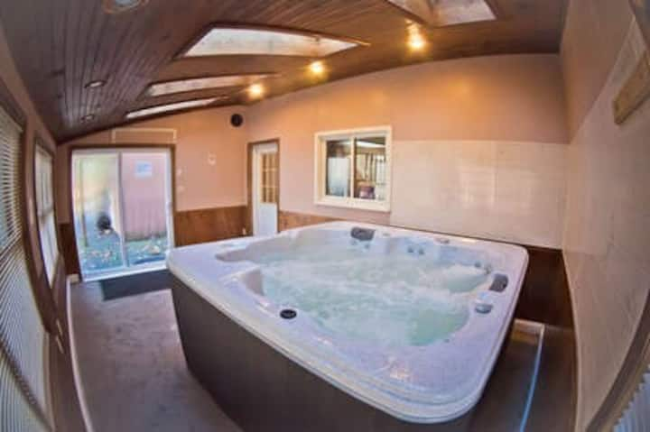 Cozy Private Pool Game Room Indoor Hot Tub Ed Houses For Rent In Henryville Pennsylvania United States