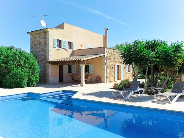 Holiday home with pool in Santanyi