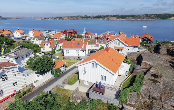 Amazing home in Bovallstrand with WiFi and 3 Bedrooms