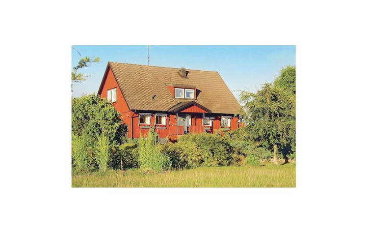 Beautiful home in Strängnäs with Sauna, WiFi and 5 Bedrooms