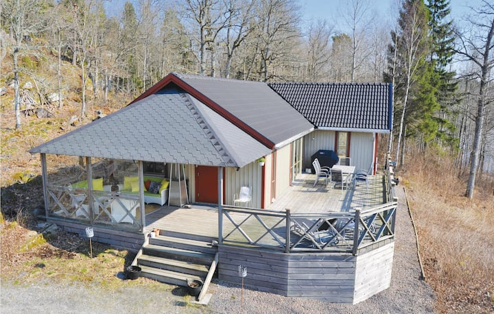 Stunning home in Dalskog with Sauna, WiFi and 3 Bedrooms