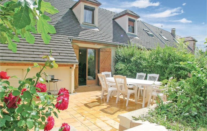 Amazing home in Mesnil St Pere with 3 Bedrooms