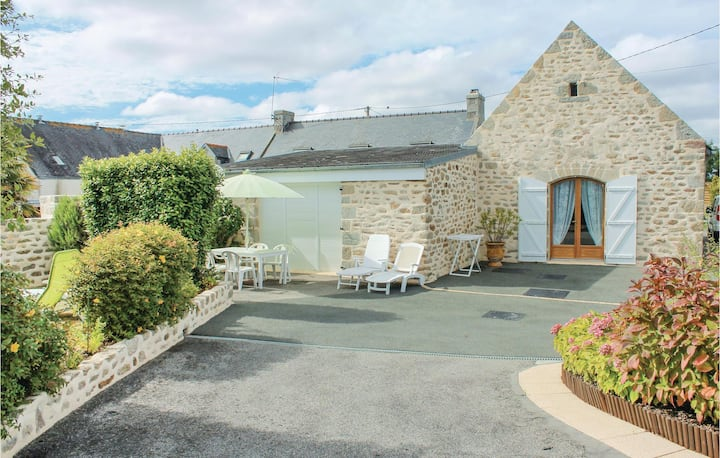 Awesome home in Lesconil with 2 Bedrooms