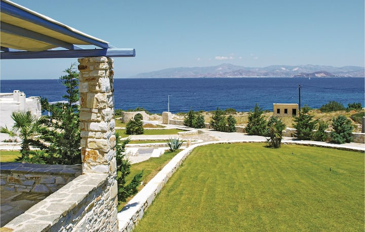 Beautiful home in Ampela, Paros with 3 Bedrooms