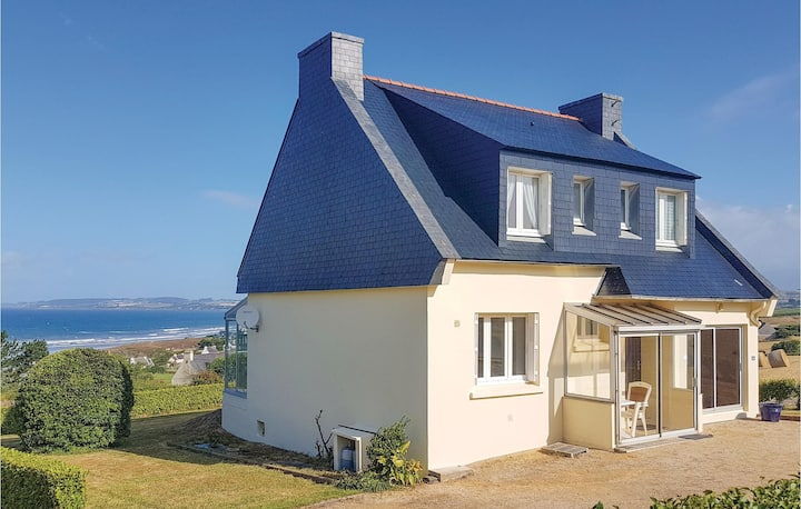 Nice home in Plomodiern with 3 Bedrooms