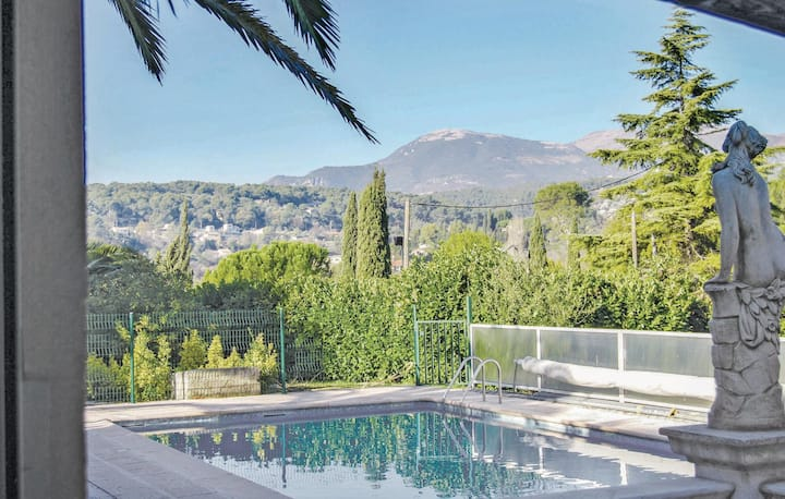 Stunning home in La Colle sur Loup with WiFi and 2 Bedrooms