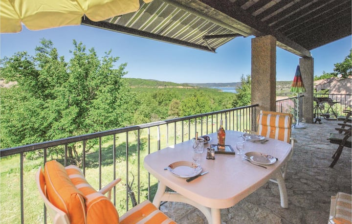 Stunning home in Bauduen with WiFi and 2 Bedrooms