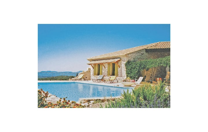 Nice home in Venasque with WiFi, Outdoor swimming pool and 3 Bedrooms