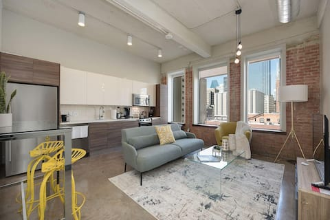 Jurny | Convention Center | Bright 2bd Downtown