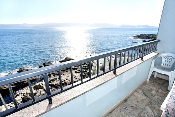 Apartment - 3 Bedrooms with Sea views - 104065