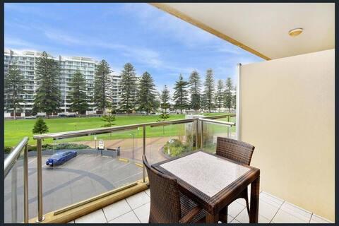 202 · 202 Luxury Beachfront Apartment Glenelg Oaks Pier