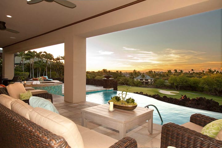 Luxury Ultra-Private Designer Oasis with Infinity Pool & Spa: Champion Ridge 10