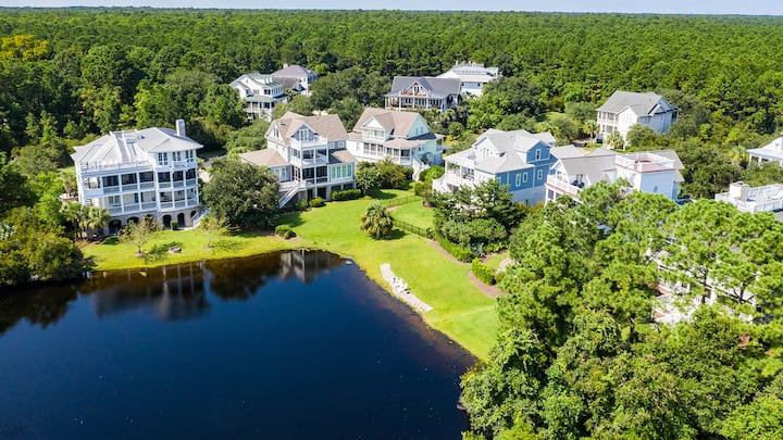 Inviting Beach Retreat with wonderful Lake Views to Relax and Enjoy