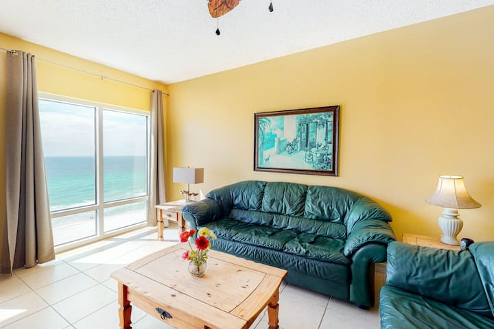 Oceanfront Condo w/Free WiFi, Central AC, W/D, Shared Hot Tub, Outdoor Pool, Gym