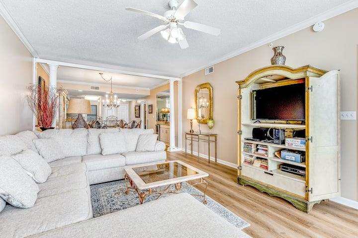 Spacious Gulf Front Condo w/ Beach Service Included, Near Dining