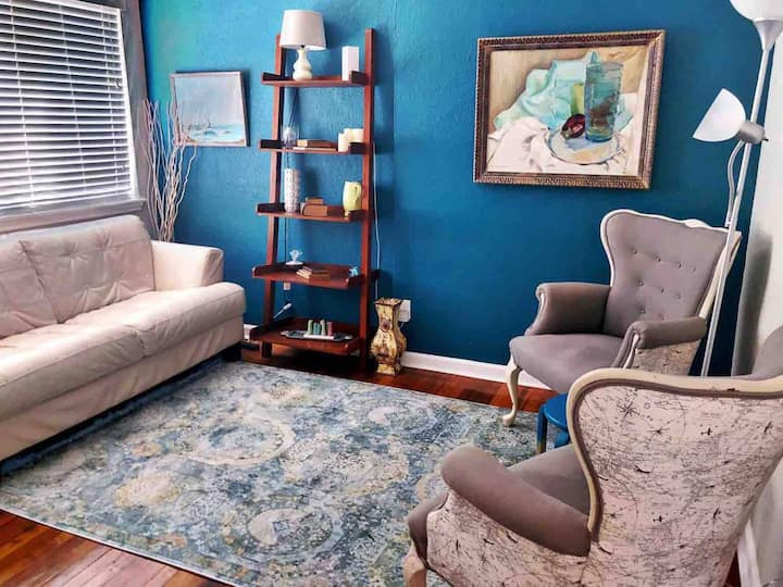 Gorgeous Pad Steps to Bars & Shops ★ 1BR